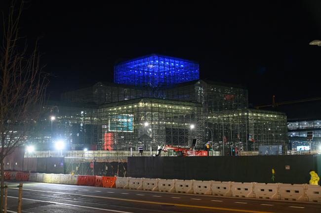 محل برگزاری نمایشگاه اتومبیل نیویورک در حال تبدیل شدن به بیمارستان بیماران کرونایی است