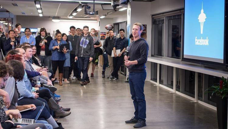 محکوم کردن فیس بوک به بی طرف نبودن در مورد پیام خشونت آمیز ترامپ