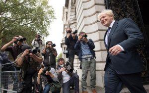 ممنوعیت تجمعات بیش از 6 نفر در انگلیس