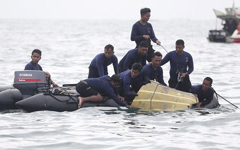 اعزام ناجیان برای کمک به بازماندگان احتمالی